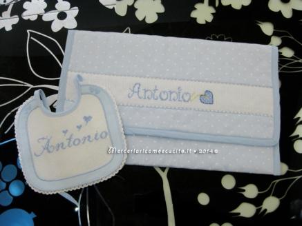 Busta portaoggetti con cuori e bavetta prima misura con cuori per Antonio