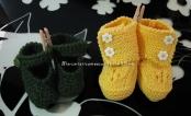 Coppia scarpette per neonato di lana ai ferri