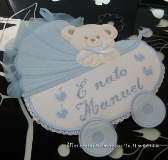 Fiocco nascita carrozzina celeste e sacchettini bomboniera ciuccio per Manuel