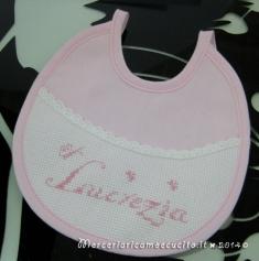 Lenzuolino bavetta e sacchettini per Lucrezia