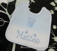 Sacchetto nascita elegante celeste con orsetto nanna e bavette personalizzate per Matteo