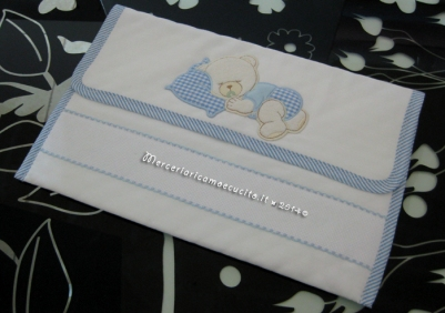 Sacchetti e busta portaoggetti trapuntata per nascita e asilo con orsetto dormiglione