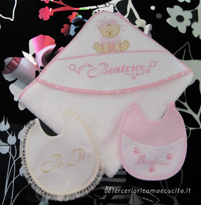 Accappatoio neonato con orsetto e bavette per Beatrice