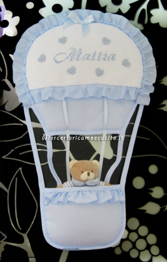 Coccarda fiocco nascita mongolfiera celeste per Mattia