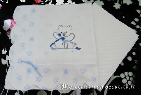 Coordinato copertina copripiumino e set lenzuolino con cuori, fiocchetti e stelle