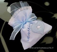 Sacchettini bomboniere portaconfetti celeste con cuore per Mattia