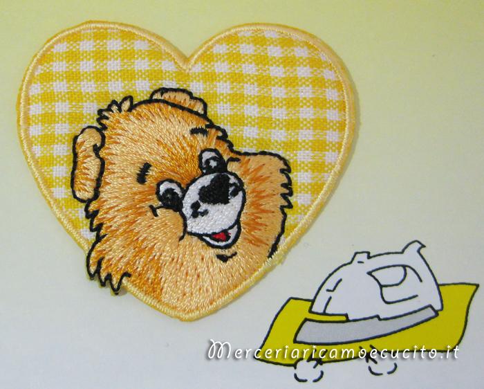 Applicazione termoadesiva orso su cuoricino giallo