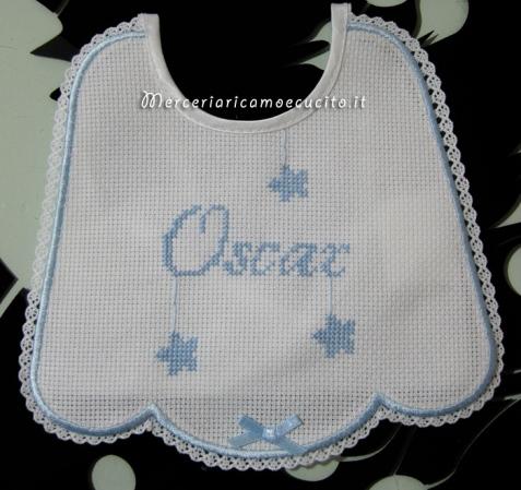 Bavetta celeste con merletto e fiocco per Oscar