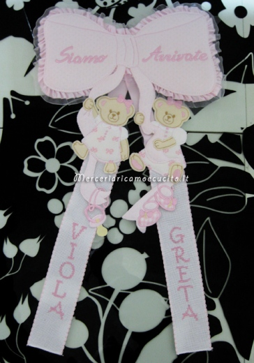 """Fiocco nascita rosa """"siamo arrivate"""" per le gemelle """"Greta"""" e """"Viola"""""""