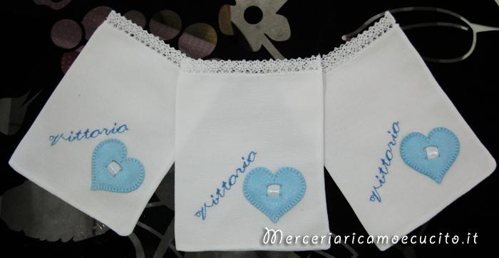 Sacchettini bomboniere portaconfetti celeste con cuore e fiore per Vittorio