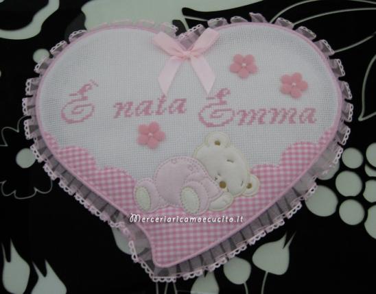 Fiocco nascita, beauty con orsetto e bavetta per Emma