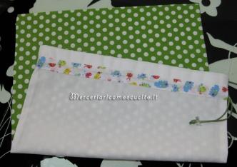 Sacchetto bianco e verde con pois per nascita e asilo