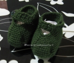 Scarpette per neonato verdi e grigie in lana ai ferri