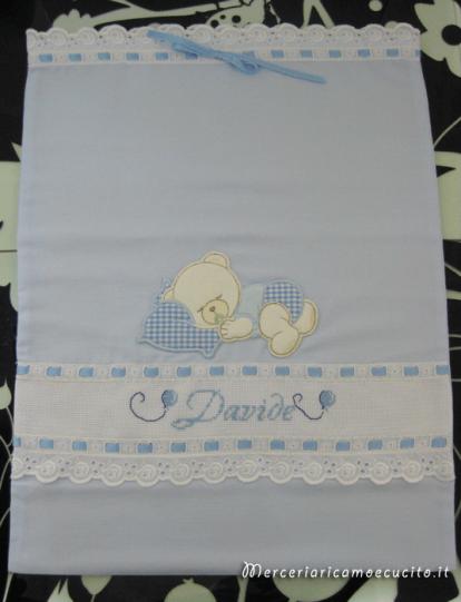 Set-corredino-per-nascita-–-Lenzuolino,-asciugamano,-fiocco-nascita-mongolfiera,-busta-portaoggetti-e-bavette-per-Davide-6