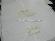 Camicina-battesimale-con-angioletto-e-asciugamano-per-Gabriele