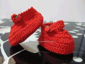 Set per nascita - Cuffia, cappello, scarpette, porta biberon e porta ciuccio per Sara