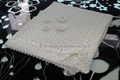 Copertina in cotone con fiori per neonato