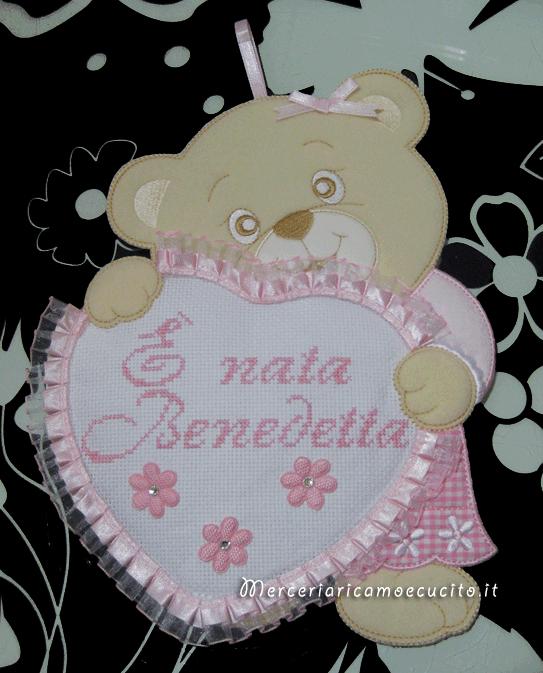 """Fiocco nascita orsetto con cuore rosa """"È nata Benedetta"""""""