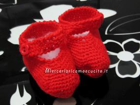 Sacchetto nascita in nido d'ape e scarpette in lana rossa per Eleonora