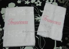 Coppia asciugamani in spugna personalizzati con ricamo del nome Carlo, Francesca e Diana