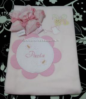 Sacchettini bomboniera portaconfetti rosa con fiore e copertina con ape per Paola