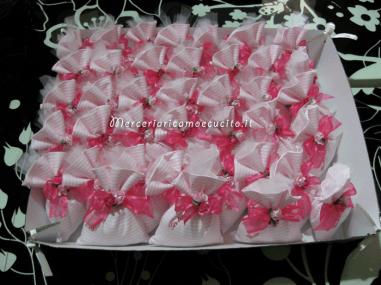 Sacchettini-bomboniere-portaconfetti-rigati-con-fiori-per-Gaia-4
