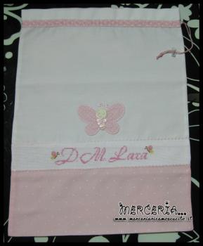 """Sacchetto nascita asilo bicolore rosa pois con farfalla per """"Lara"""""""