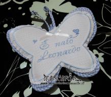 Fiocco nascita farfalla, camicina con iniziale e sacchettino bomboniera per Leonardo