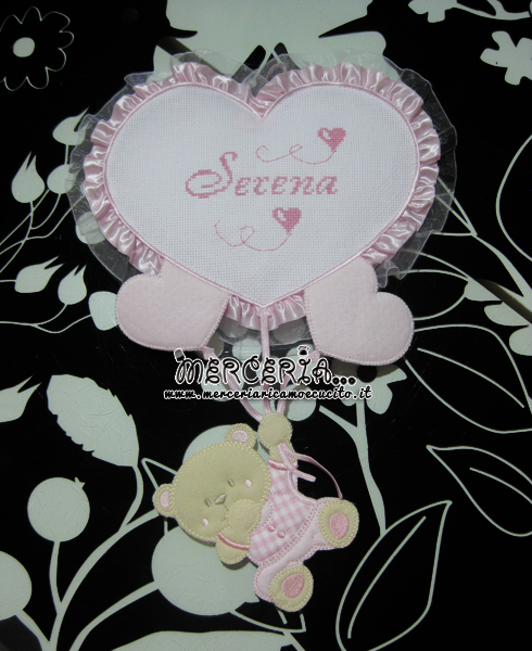 Fiocco nascita rosa con orsetto su palloncini cuore per Serena