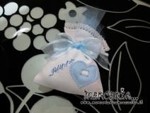Sacchettini bomboniere portaconfetti bianchi con cuore celeste per Filippo