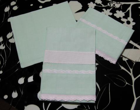 Set lenzuolino verdino con merletto