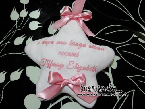 """Fiocco nascita rosa con palloncini """"È nata una bimba"""" e cestino con orsetto per """"Tiffany Elizabeth"""""""