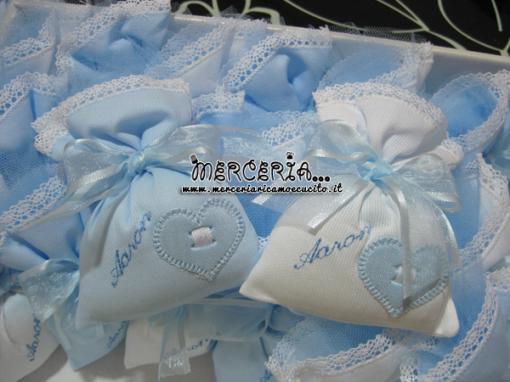 Sacchettini bomboniera portaconfetti celesti con cuore per Aron