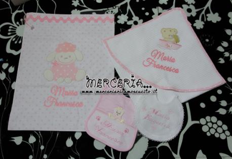 Set nascita - Corredino con sacchetto nascita, accappatoio, bavette e lenzuolo sotto per Maria Francesca