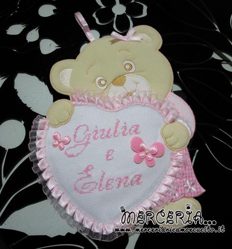 Fiocco nascita orsetto con cuore rosa per Giulia e Elena