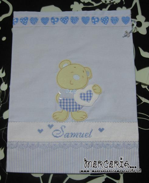 Sacchetto con cuori per nascita e asilo e accappatoio con orsetto per Samuel