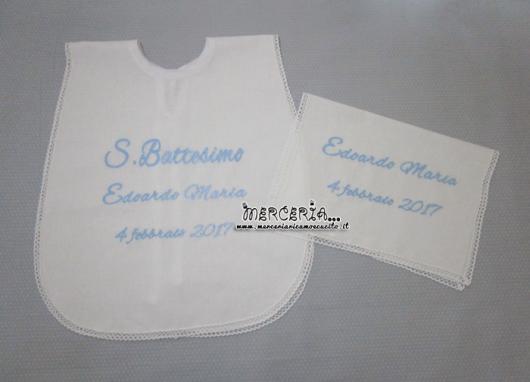 Camicina bavaglino e asciugamano per battesimo in cotone per Edoardo Maria