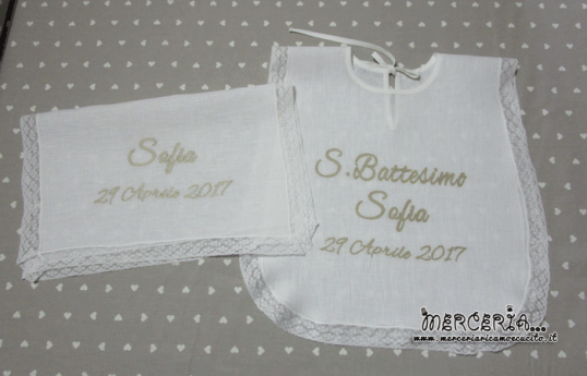 Camicina bavaglino e asciugamano battesimo in lino con valenciennes per Sofia