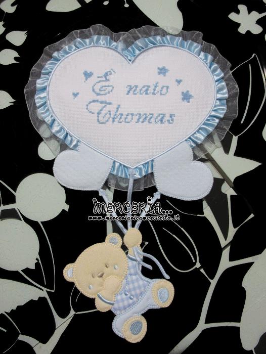 Fiocco nascita celeste con orsetto su palloncini cuore È nato Thomas