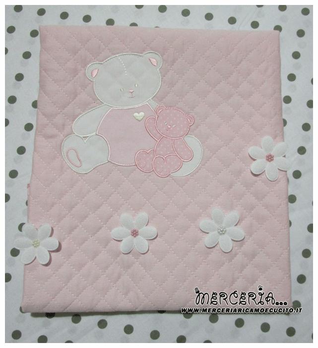 Copertina trapuntata rosa con orsetti e fiori