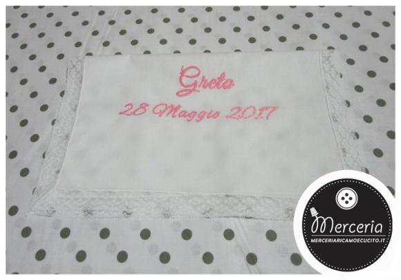 Camicina bavaglino e asciugamano battesimo in lino con valenciennes per Greta