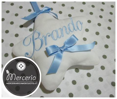 """Fiocco nascita luna celeste """"Eccomi"""" con cicogna e stella pendente per Brando"""
