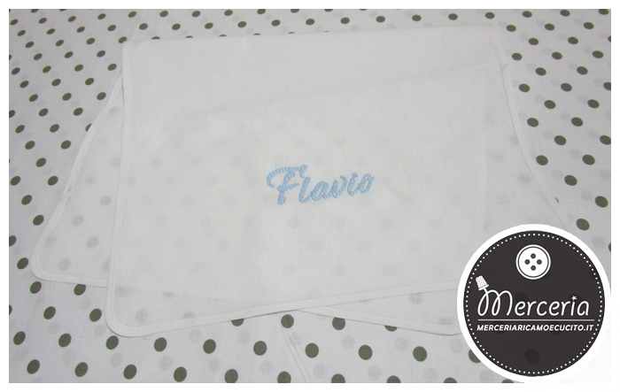 Set nascita - Busta portaoggetti, quadrati di garza, asciugamano in cotone e clip portaciuccio per Flavio