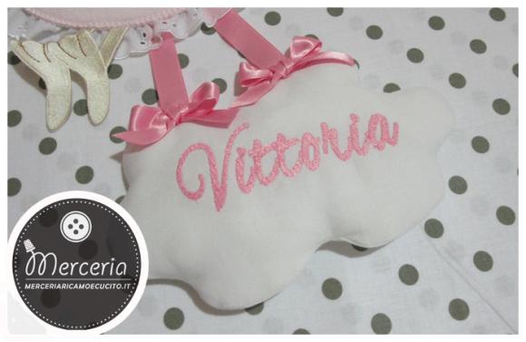 """Fiocco nascita cicogna rosa """"È nata"""" con nuvola per Vittoria"""