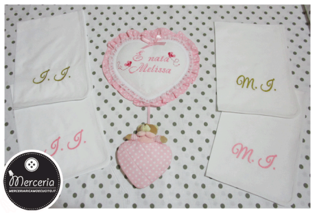 Fiocco nascita cuore rosa pois con orsetto per Melissa e asciugamani in cotone con iniziali ricamate