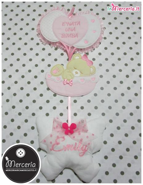 """Fiocco nascita con palloncini """"È nata una bimba"""" e farfalla pendente per Emily"""