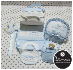 Set nascita - Fiocco nascita mongolfiera e cicognette, busta portaoggetti, beauty e bavetta little star per Vincenzo