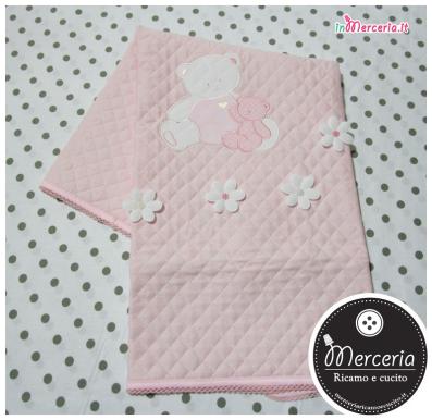 Copertina trapuntata rosa con orsetto mamma e piccolo