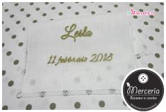 Camicina battesimale con asciugamano per Leila