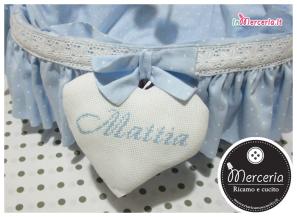 Cestino nascita celeste con cuori per Mattia